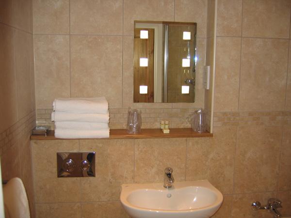 Room5_bathroom_1_600